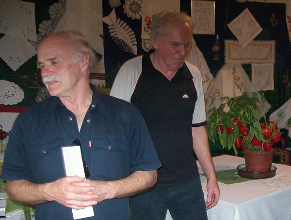 Gospodin Toldi (lijevi;) u razgledanju izložbe